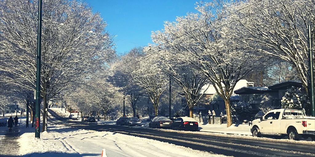 雪が降った日、29th avenue駅に向かう道で。